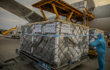 Ngày 2/8, thêm gần 1,2 triệu liều vắc xin từ COVAX tới Việt Nam