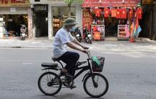 Không phát tiền quy mô lớn như các quốc gia phát triển, Việt Nam đã làm gì cho người dân?
