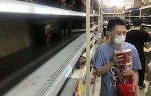 Vũ Hán trở lại những ngày đầu chống dịch, người dân mua sắm hoảng loạn