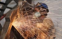 Giá quặng sắt lao dốc xuống thấp nhất gần 4 tháng