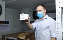 Cận cảnh hơn 850.000 liều vắc xin của Đức được chuyển về kho lạnh tại Hà Nội