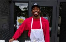 Thu nhập gần về 0 vì đại dịch, nam tiếp viên 27 tuổi vẫn mở nhà hàng, đặt mục tiêu thành triệu phú trong vài năm tới