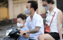 Ra đường mùa dịch: Nhiều người ở Hà Nội nhớ khẩu trang nhưng 'quên' luật giao thông