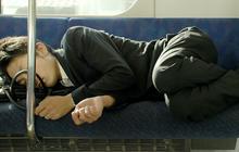 """""""Bật mí"""" tư thế nằm ngủ sau khi ăn không lo trào ngược dạ dày, dân văn phòng ai cũng nên dắt túi"""