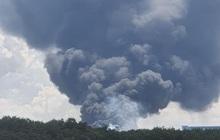 NÓNG: Công ty sản xuất mút xốp trong khu công nghiệp ở Bình Dương đang chìm trong biển lửa