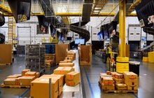 Hiện trực trần trụi bên trong những 'siêu nhà kho' của Amazon: Dùng thuật toán áp KPI cho công nhân, hiệu suất tính chính xác tới từng giây, không tồn tại 'giờ giải lao'