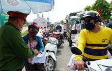 Thiếu giấy tờ, người dân buộc phải 'quay đầu' tại cửa ngõ Hà Nội