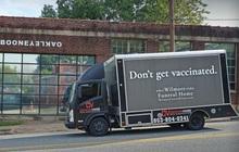 """Sơn """"xe tang"""" với dòng chữ """"đừng tiêm vắc xin"""", người Mỹ đang làm mọi cách để chặn dịch"""