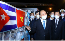 Ảnh: Chuyên cơ chở Chủ tịch nước Nguyễn Xuân Phúc về đến Hà Nội cùng lượng lớn vacinne