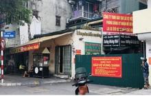 """Nhiều ngõ, xóm ở Hà Nội vẫn rào chặt, chốt kiểm soát """"thả lỏng"""" người ra vào"""