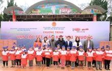 Nghệ sĩ Hoài Linh đồng hành cùng Hảo Hảo trao tặng lộc Xuân ý nghĩa cho trẻ em Điện Biên