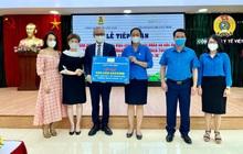 Bác sĩ thẩm mỹ người Mỹ ủng hộ  quỹ Vaccine Covid-19 của Việt Nam