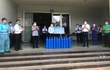 Tiki trao tặng 400 bộ bình và van oxy, cung ứng gần 130 tấn rau củ quả giá bình ổn
