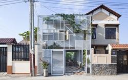 Nhà 2 tầng tiết kiệm chi phí với cọc sắt và tấm thép
