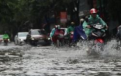 Mưa lớn, nhiều tuyến đường ở thành phố Vinh ngập sâu