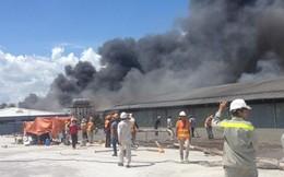 Cháy xưởng gỗ, công nhân ào ào bỏ chạy