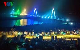 Bắn pháo hoa thường xuyên trên cầu Nhật Tân: Nên hay không?
