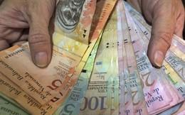'Thiên đường' Venezuela: Tiền làm giấy ăn, đổ xăng miễn phí