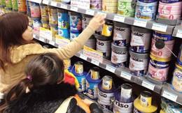 Sữa thế giới giảm giá, sao trong nước vẫn neo cao?