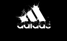 Lợi nhuận của Adidas bị ảnh hưởng do đồng ruble rớt giá