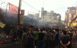 Cháy chợ Phùng Khoang, hàng chục gian hàng bị thiêu rụi