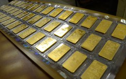 Vàng thế giới lao dốc còn 29 triệu đồng/lượng, vàng trong nước vẫn bám trụ mức cao