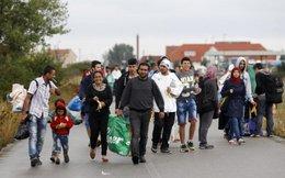 Dân Áo mang giường, thức ăn, nước...đón người nhập cư