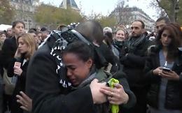 'Hãy ôm tôi. Tôi không phải là khủng bố'