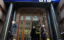 """Ngân hàng Nga hứng """"đạn"""" từ biện pháp trừng phạt của phương Tây"""