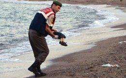 Đau nhói hình cậu bé di cư 3 tuổi chết thảm ở bờ biển