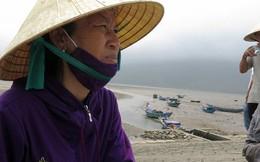 Đau lòng 100 tấn nghêu chết trắng bãi ở Hà Tĩnh