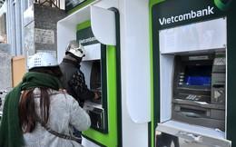 """Khách hàng hốt hoảng vì tài khoản Vietcombank """"bốc hơi"""" nửa tỷ"""
