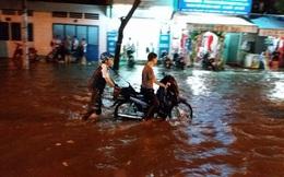 TP HCM: Mưa lịch sử, 1.228 xe máy, 114 ô tô bị nước nhấn chìm