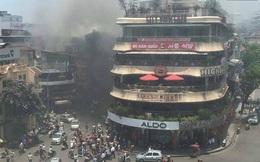 """Cận cảnh đám cháy kho hàng gần tòa nhà """"Hàm cá mập"""""""