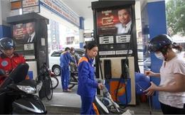 Ngày mai, giá xăng lại tăng mạnh?