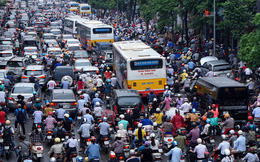 Camry 600 triệu: Hà Nội, Sài Gòn tê liệt vì xe hơi