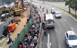 """Cuối năm, dân Sài Gòn """"khóc ròng"""" vì lô cốt bủa vây"""