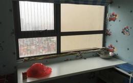Mưa bão quần thảo, căn hộ chung cư lênh láng nước