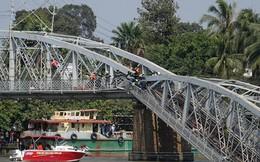 Sau thời gian ách tắc, tàu thuyền được lưu thông qua cầu Ghềnh