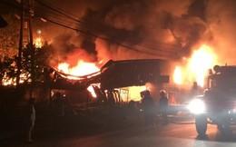 Cháy lớn trong đêm ở Phú Thọ thiêu rụi nhiều ki-ốt