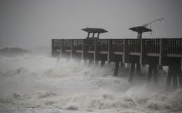 Siêu bão tấn công nước Mỹ sau khi làm 842 người chết ở Haiti