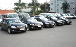 Thứ trưởng bắt taxi đi làm, ngân sách vẫn nặng gánh cho 37.000 xe công