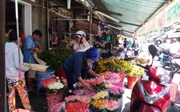 Hoa tươi tăng giá chóng mặt vẫn tấp nập người mua