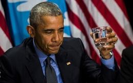 Tổng thống Obama uống nước lọc tại thành phố nhiễm độc chì
