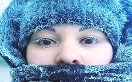 Râu tóc đóng băng trong cái lạnh kỷ lục -62 độ ở Nga