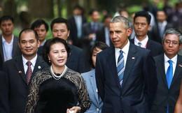 Tổng thống Obama và Chủ tịch Quốc hội thăm nhà sàn Bác Hồ