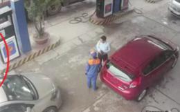 Đình chỉ cán bộ ngân hàng đánh nữ nhân viên cây xăng
