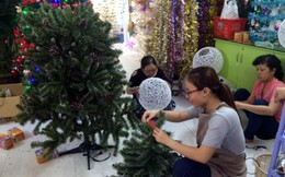 Hàng Việt phục vụ trang trí Noel hút khách