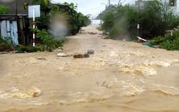 Cận cảnh đường phố Nha Trang chìm trong dòng thác lũ