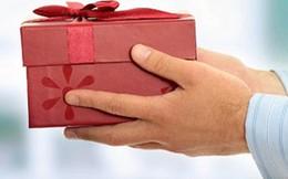 Nghiêm cấm tặng quà để vụ lợi: Cần ý thức từ mỗi cán bộ, đảng viên